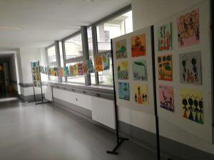 Razstava likovnih del učencev 2.a in 2.b v Splošni bolnišnici Slovenj Gradec